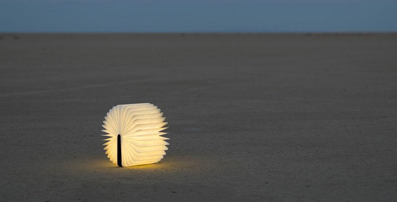 Max Gunawan – Lumio Book Lamp