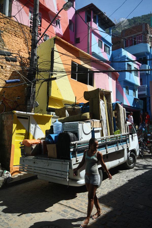 Haas&Hahn — Favela Painting – Rio de Janeiro, Brazil